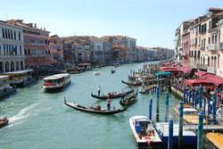 גונדולות בתעלות ונציה