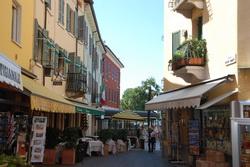 רחובות ובתים בסירמיונה