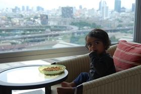 בחדר המלון בבנגקוק