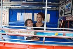 נסיעה בפיק-אפ בתאילנד
